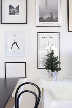 Homevialaura | This is the season | table christmas tree in champagne cooler | gallery wall | art wall