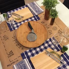 Dinner Table, Dinner Plates, Brunch Mesa, Welcome Table, Kitchen Organisation, Paper Table, Table Set Up, Small Tables, Country Decor