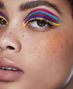 Unfortunately, eyeshadow may be one of the toughest makeup products to use and master. Cut crease eyeshadow is among the current key eye makeup trends. Dramatic Eye Makeup, Colorful Eye Makeup, Eye Makeup Art, Dramatic Eyes, Beauty Makeup, Hair Makeup, Yellow Makeup, Makeup Set, 1960s Makeup