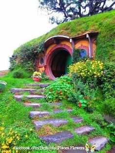Hobbit House entrance, New Zealand.We can't live in a hobbit hole here.but I think I'll make a hobbit hole playhouse for the kids Casa Dos Hobbits, Beautiful World, Beautiful Places, Beautiful Scenery, Crazy Houses, Weird Houses, Unusual Homes, The Hobbit, Hobbit Hole