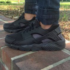Caught @twyla316 slipping so I had to snap this. Her #KOTD triple black hurraches.