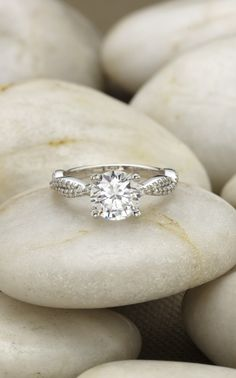 The Petite Luxe Twisted Vine Diamond Ring.