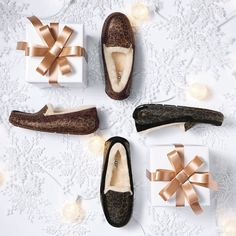 Have you made your list and checked it twice? Give the gift of comfort with the Ansley slipper from UGG Australia.