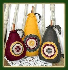 PatternMart.com ::. PatternMart: Wool Penny Rug Applique Pears