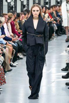 Sacai Spring 2020 Ready-to-Wear Collection - Vogue 2020 Fashion Trends, Fashion Week, Paris Fashion, Runway Fashion, Spring Fashion, Winter Outfits, Casual Outfits, Fashion Outfits, Fashion Week Paris