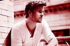 Men's Health - Celebrity Fitness - Liam Hemsworth: Are You Hungry Enough? Liam Hemsworth, Hemsworth Brothers, Johny Depp, Celebrity Workout, Celebrity Fitness, Raining Men, Gorgeous Men, Beautiful People, Pretty People