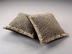 COJINES DE MOLAS. Artesanías de Colombia (@artesaniasdecolombia) • Instagram photos and videos Throw Pillows, Bed, Videos, Instagram, Toss Pillows, Colombia, Cushions, Stream Bed, Decorative Pillows