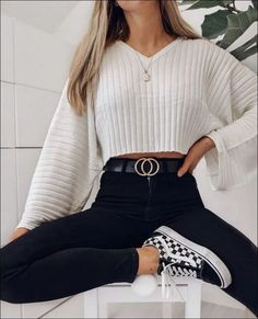 Get the school clothes you need to wear now- Hol dir die Schulkleidung, die du jetzt anziehen musst Outfits for going out you : Get the school clothes you need to wear now- Hol dir die Schulkleidung, die du jetzt anziehen musst Outfits for going out you - Trendy Fall Outfits, Fall Outfits For School, Teen Fashion Outfits, Girly Outfits, Mode Outfits, College Outfits, Look Fashion, Fashionable Outfits, Autumn Outfits