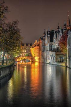 ? Canal in Brugge, | http://beautifulbeachresorts.blogspot.com