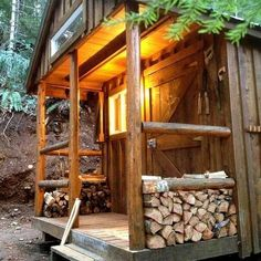 Love this tiny rustic cabin #RusticCabins