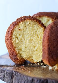 Classic Pound Cake uses only 4 simple ingredients that all weigh in at 1 pound each to create a traditional, dense, butter cake recipe! Easy Pound Cake, Pound Cake Recipes, Cookie Recipes, Dessert Recipes, 1 Pound, Pound Cakes, 4 Ingredient Pound Cake Recipe, Dinner Recipes, German Butter Cake