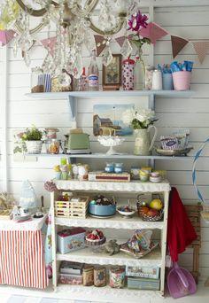 A pretty little cottage kitchen  ♥  Home & Garden : Un cottage près de Londres