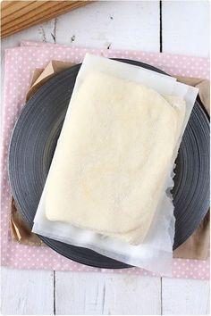La pâte feuilletée fait partie des toutes premières recettes techniques que je vous ai proposées sur le blog. Il existe d'autres variantes de cette pâte qu