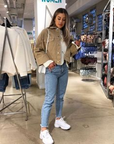 Autumn outfits Trendy outfits ideas for Winter style outfits Women Fashion Winter Outfits Fall Style Fashion Outfits Mode Outfits, Winter Outfits, Casual Outfits, Fashion Outfits, Casual Sneakers Outfit, Outfits With Mom Jeans, Black Mom Jeans Outfit, White Vans Outfit, Sporty Chic Outfits