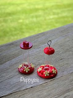 Fairy Furniture, Doll Furniture, Tiny Flowers, Paper Flowers, Diy Dollhouse, Dollhouse Miniatures, Humming Bird Feeders, Barbie Accessories, Miniture Things