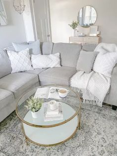 White Couch Living Room, Mirror Decor Living Room, Living Room Sectional, Grey Sectional, Living Room Glass Table, Townhouse Living Room Decor, Living Room Ideas Grey And White, Grey Living Rooms, Grey And White Room