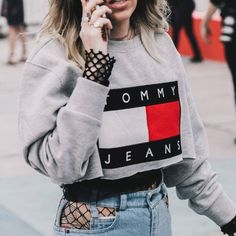 Новый тренд — колготки в сетку с рваными джинсами: 40 идей из инстаграма. Галерея №3