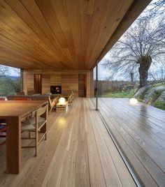 B-House pavillon-aus holz-raumhohe schiebetüren-glas aussicht
