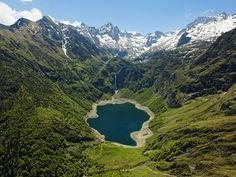 Montagnes - Le lac d'Oô (Haute-Garonne) © CRT Midi-Pyrénées / D. Viet #MidiPyrenees #France #hautegaronne