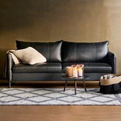 Tunnelmallista lauantai-iltaa  Malli: Chic sohva ja Diva sohvapöytä Vaihtoehdot: 2,5- ja 3-istuttava sohva, modulisohva, vuodesohva, tuoli, rahi Jälleenmyyjä: Isku-myymälät  #pohjanmaan #pohjanmaankaluste  #koti #sohva #olohuone #livingroominspo #livingroomdecor Decor, Furniture, Sofa, Apartment, Home Decor, Chic Sofa, Couch