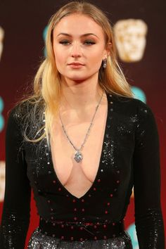Sophie Turner is a nice actress from Hollywood. Beautiful Celebrities, Beautiful Actresses, Beautiful People, Maisie Williams Sophie Turner, Sophia Turner, Will Turner, Hollywood Actresses, Beauty Women, Blond