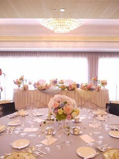 ふわふわの会場装花 ホテルニューオータニ 翠鳳の間さまへ メインテーブル