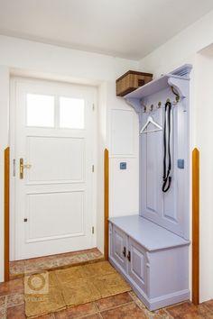 Venkvská chalupa v Českém ráji Entryway, Furniture, Home Decor, Entrance, Decoration Home, Room Decor, Door Entry, Mudroom, Home Furnishings