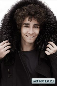 damn! seriously those eyes...mmh Robert Sheehan