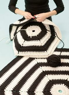 A crochet rug goes mod in monochrome. #DIY