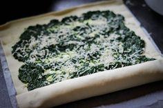 Brak czasu? Przechytrz go! - warkocz z ciasta francuskiego ze szpinakiem w 15 min ⋆ M&M COOKING Broccoli, Menu, Vegetables, Ethnic Recipes, Food, Drinks, Pies, Menu Board Design, Drinking