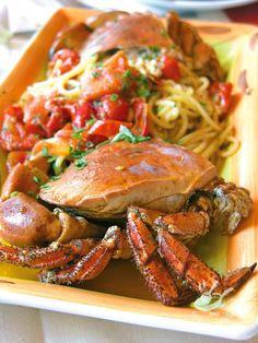 Spaghetti with crab and cherry tomatoes Italian Pasta, Italian Dishes, Italian Recipes, Gnocchi Recipes, Pasta Recipes, Cooking Recipes, Shellfish Recipes, Seafood Recipes, Risotto Cremeux