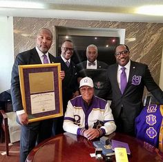 Minister Louis Farrakhan was inducted as a full lifetime member of the fraternity. Alpha Kappa Alpha Sorority, Sorority And Fraternity, Black Fraternities, American Bar Association, Black Leaders, Omega Psi Phi, Hip Hop Art, Greek Life, History Facts