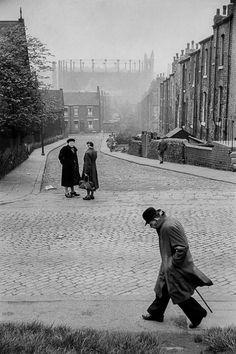 """Angleterre, 1954. C'est Robert Capa qui m'avait obtenu ce reportage sur la ville de Leeds pour le magazine """"Picture Post""""."""