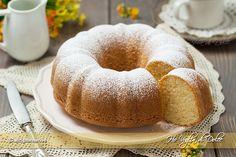 Ciambella alla vaniglia, sofficissima, semplice, perfetta per la colazione e per l'ora del tè. Una ricetta facile e veloce da preparare che piace a tutti.