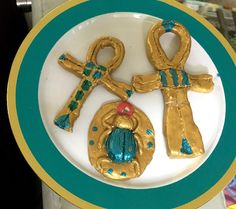 We saw this idea about how to make an Egyptian amulet (hint: you just use air-dry clay, ha ha) and knew it would be a fun project. Ancient Egypt Lessons, Ancient Egypt Activities, Ancient Egypt Crafts, Ancient Egypt For Kids, Egyptian Crafts, Egyptian Party, Egyptian Mummies, Clay Projects For Kids, Kids Crafts