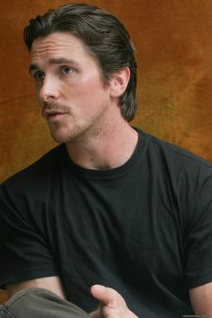 I love him Batman Christian Bale, Bale Hair, Chris Bale, Medium Hair Styles, Long Hair Styles, Batman Begins, Celebrity Portraits, Celebrity Hairstyles, Haircuts For Men