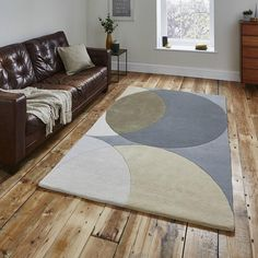Discount Carpet Runners By The Foot Code: 7642535957 Grey Carpet Hallway, Bed In Living Room, Rustic Rugs, Cheap Carpet Runners, Carpet Styles, Carpet Colors, Red Carpet, Patterned Carpet