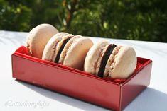 MACARON by Latsia avagy egy süti, amit még a gyerekek is meg tudnak csinálni. Macarons, Cheese, Food, Essen, Macaroons, Meals, Yemek, Eten