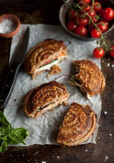 pizza jaffels with tomato, mozzarella, red onion and basil