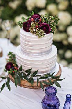 buttercream wedding cakes with floral for fall weddings #purpleweddingcakes