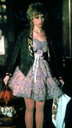 Rosanna Arquette in 'Desperately Seeking Susan' -- Costume Designer: Santo Loquasto 80s Fashion, Vintage Fashion, Womens Fashion, Fashion History, Rosanna Arquette, Desperately Seeking Susan, Garment District, Valley Girls, Layered Fashion