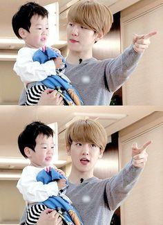 "ً on Twitter: ""baekhyun with kids 😭💗😭… "" Baekhyun, Baekyeol, Chanbaek, Same Old Love, My Love, Kim Minseok, Exo Ot12, Someone Like You, Photos"