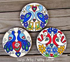 Easy decorative folk art that includes three free patterns!  Love the colors!