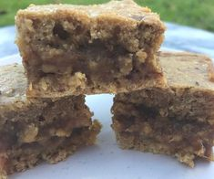 With a delicious gooey centre, we just KNOW you're going to love this recipe for low fat sticky date slice - and just 140 calories per serve. Healthy Mummy Recipes, Healthy Sweet Treats, Healthy Work Snacks, Healthy Desserts, Snack Recipes, Healthy Eating, Free Recipes, Clean Eating, Protein Recipes