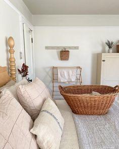 Home Bedroom, Bedroom Decor, Bedroom Ideas, Devine Design, Minimal Home, Upcycled Home Decor, Shabby Chic Bedrooms, Vintage Interiors, Minimalist Living