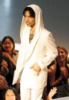 Prince awarded the Favorite Leading Lady People's Choice Award to Renée Zellweger in 2005. (They were both wearing white.)