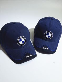 This high-quality embroidered cap is made of cotton canvas and is sure to be a real eye catcher on the racetrack. Particularly handy when things start to heat up: the inside of the cap is lined with thin cotton fabric. Bmw Blue, Bmw Accessories, Navy Cap, Capellini, Dior Handbags, Mens Caps, Bmw Logo, Dad Hats, Sports Shirts
