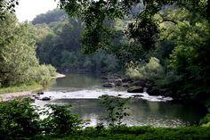 La Garonne à ses origines, telle que les Romains la virent et traversèrent en cet endroit tenu secret pour éviter l'afflux de touristes destructeurs de nature. Landscapes, Portraits, River, Nature, Outdoor, Roman, Paisajes, Outdoors, Scenery