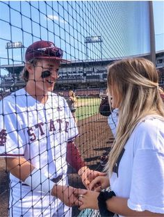 Teenager Couple Relationship Goals Photos You Are Dreaming Of Being Loved - YoGoodLife Baseball Couples, Baseball Boyfriend, Boyfriend Goals, Future Boyfriend, Sports Couples, Baseball Softball Couple, Boyfriend Girlfriend, Hockey Girlfriend, Baseball Clothes