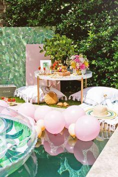 Luxe Poolside Entertaining by Sugar & Cloth, an award winning DIY, home decor, a… - Party Ideas Flamingo Party, Flamingo Birthday, Summer Party Decorations, Bachelorette Party Decorations, Party Themes, Party Ideas, Purple Bachelorette Party, Party Plan, Fun Ideas
